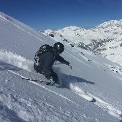 Archie in action! #powderday #powpow #powder #offpiste #valdisere #valdisereskiinstructors #snow #ski