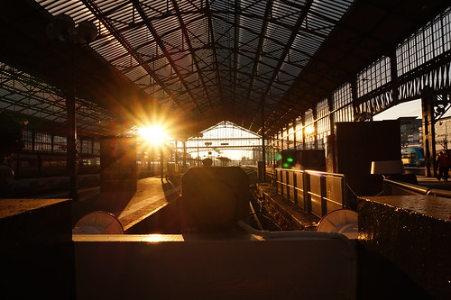 gare station train sunrise lever soleil tours touraine matin morning sunset