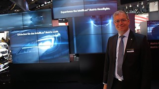 Ingolf Schneider erklärt das IntelliLux LED Matrix-Licht im neuen Astra