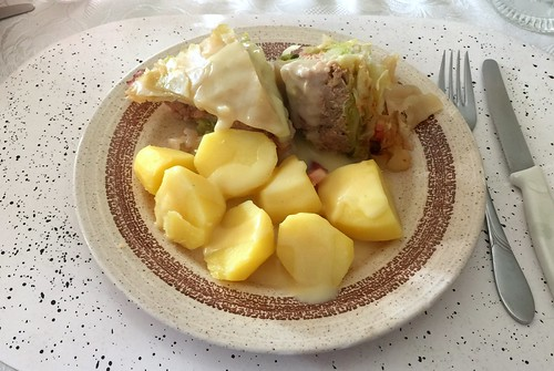 Stuffed cabbage with potatoes / Gefülltes Kraut mit Salzkartoffeln
