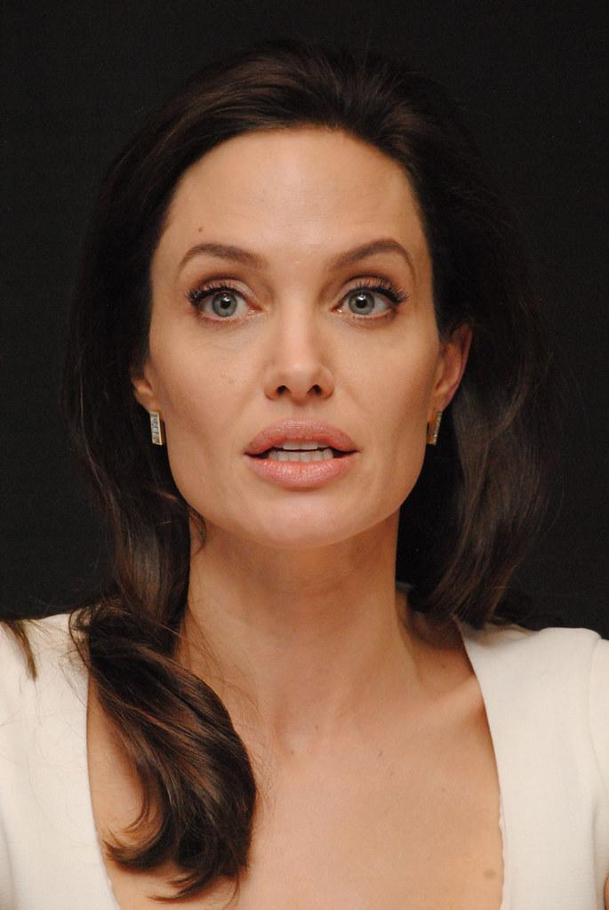 Анджелина Джоли — Пресс-конференция «Несломленный» 2014 – 97