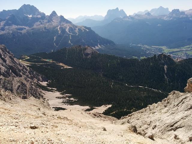 Abstieg über das lange Schuttfeld