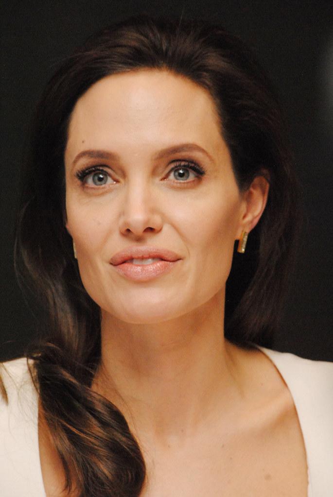Анджелина Джоли — Пресс-конференция «Несломленный» 2014 – 105
