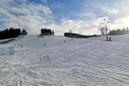 SNOW tour 2016/17: České Petrovice – milé sjezdovky s kapličkou