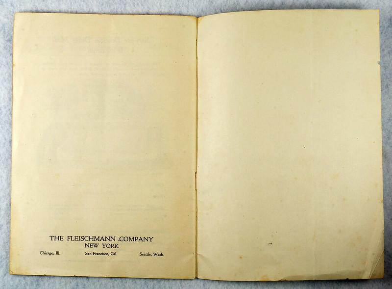 RD4157 1919 Fleischmann Yeast Cook Book Booklet - 65 Delicious Dishes DSC08639