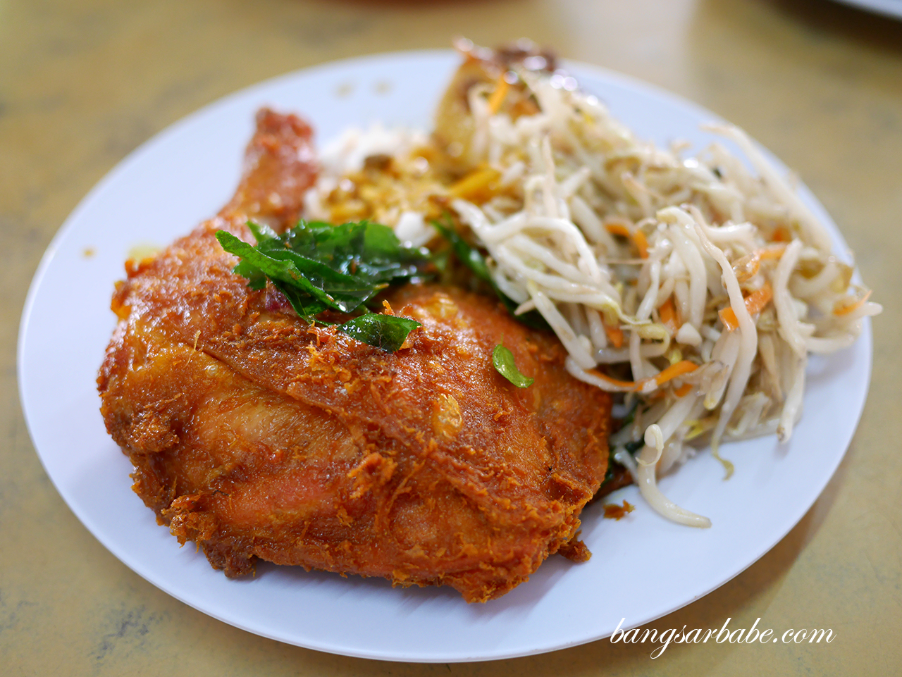 Fried chicken with beansprouts and tofu