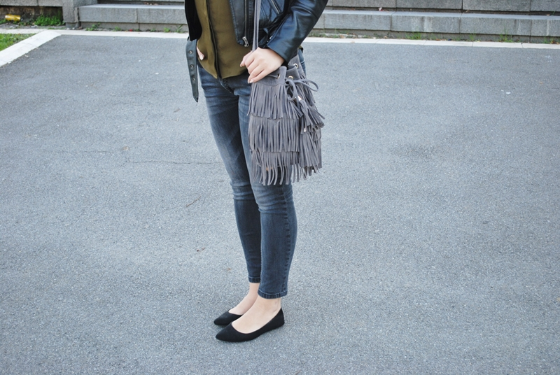 olive-green-shirt-leather-jacket-black-fedora-hat-fringe-bag-5