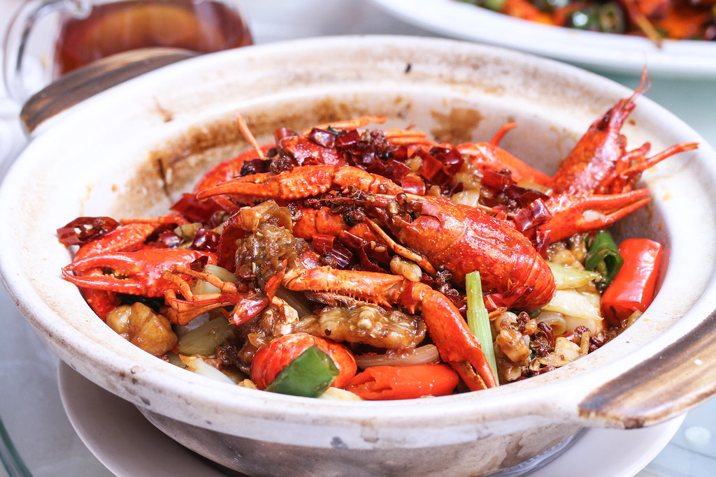 Si Chuan Dou Hua Restaurant's Stir-fried Fresh Baby Lobster and 'Live' Frog with Sichuan Bean Paste and Peppercorn (干锅美蛙小龙虾)