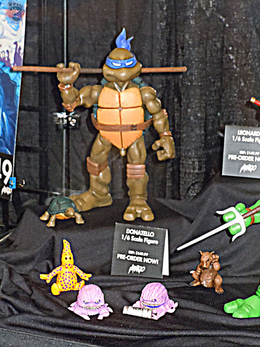 MondoCon 2015 :: Toy Display; TMNT 1/6 figures - DONATELLO