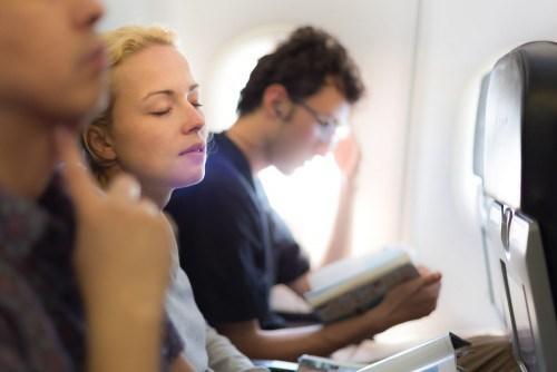Nghỉ ngơi sẽ tốt hơn là ngủ trên máy bay