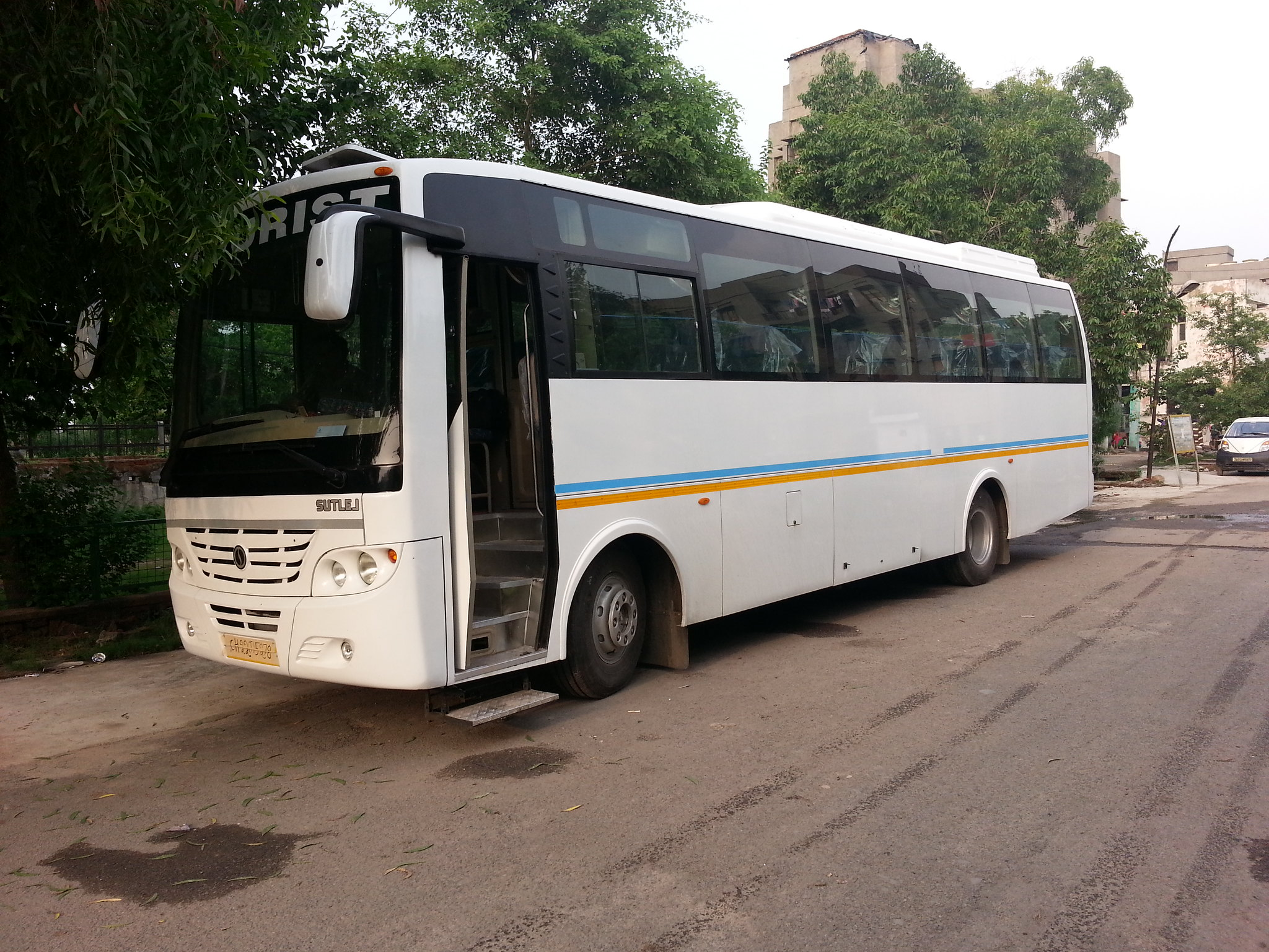 40 Seater Luxury A/c Bus
