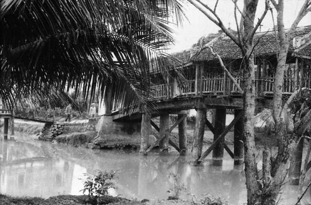 North Vietnam 1967 - Cầu mái che ở Kim Sơn, Ninh Bình