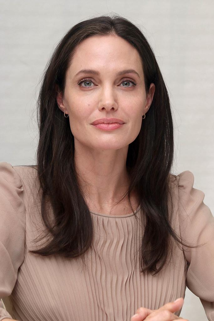 Анджелина Джоли — Пресс-конференция «Лазурный берег» 2015 – 64