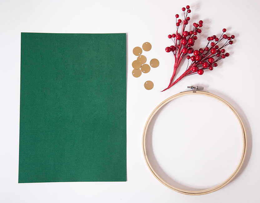Materiales para hacer una corona navideña