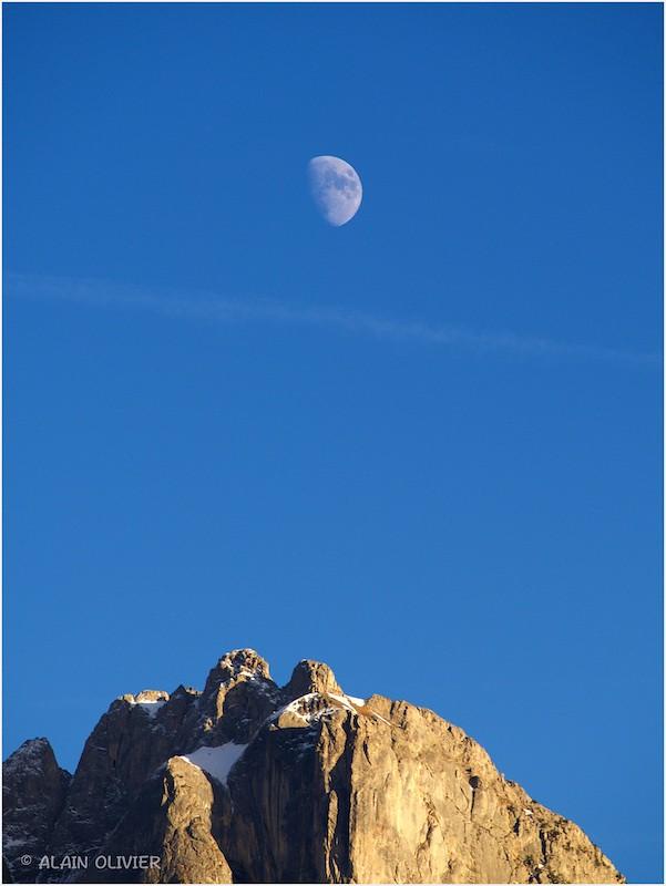 La Lune sur les mamelles 23501031929_a3ed069abf_b