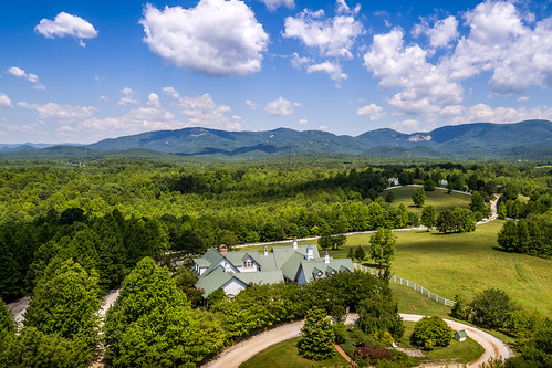 landrum southcarolina unitedstates us theredhorseinn blueridgemountains blueskies greenville sc