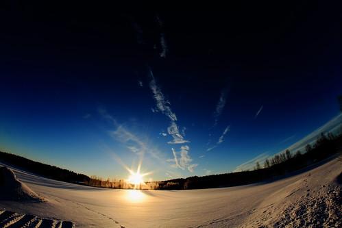 sun rise sunrise snow lumikenttä auringonnousu taivas sky morning aamutaivas taivaanranta pilvet clouds colors colorfull värikäs taivi winter february helmikuu suomi finland laukaa valkola anttospohja canon7d samyang8mm35umcfisheyecsii fisheyeview canon 7d juhanianttonen
