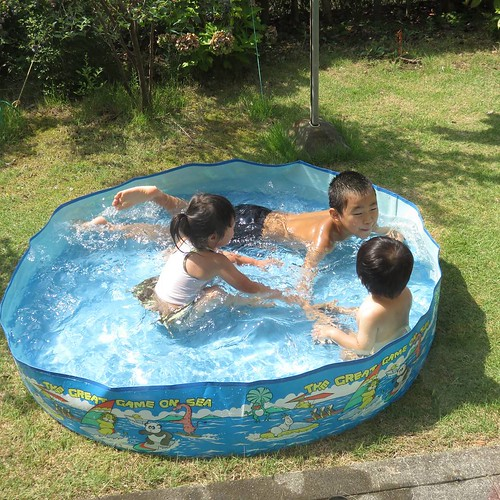 実家で庭プール