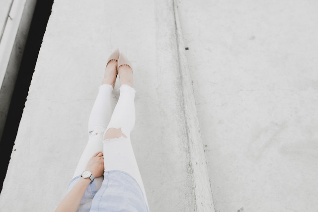 white jeans casual outfit