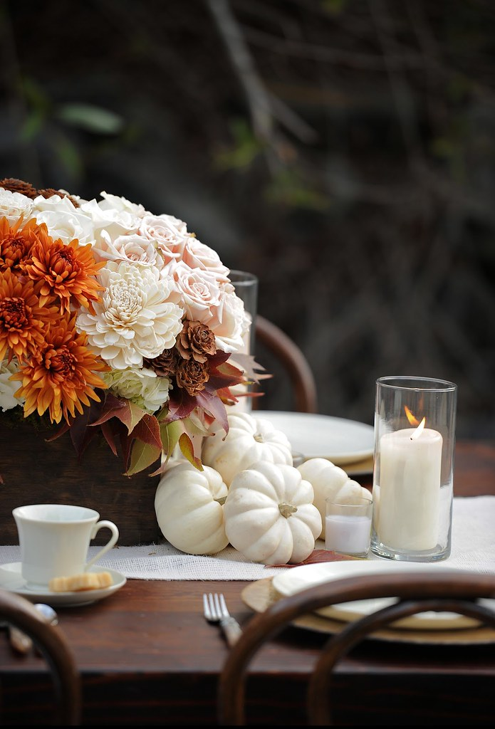Thanksgiving Tablescapes | Fall Flowers Pumpkins Dinner Table