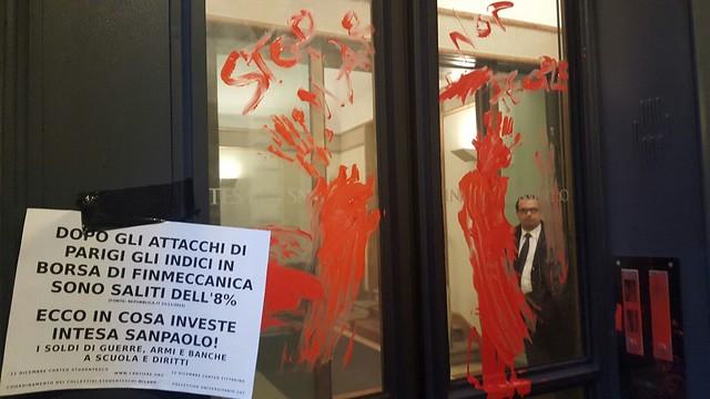 Studenti: Blitz alla Banca Intesa verso il corteo dell'11 dicembre