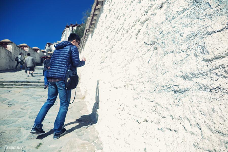 2015.12.04▐ Tibet 西藏踢北去 ▐ 藏人的精神殿堂布達拉宮,但或許不只我們高山反應沒精神…12.jpg