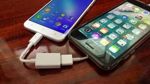 ใช้ ASUS Zenfone 3 Max ZC553KL ร่วมกับสาย USB OTG แล้ว ชาร์จแบตเตอรี่ให้สมาร์ทโฟนหรืออุปกรณ์อื่นๆ ได้ด้วยนะ
