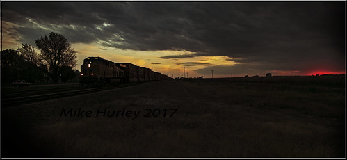 sunset nebraska nebraskaunionpacific unionpacific es44ac centralcity us30 5dmkiii canon ef24105mmf4lisusm canoneos5dmarkiii