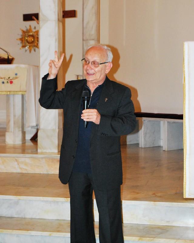 Rutigliano- Il coro della maestra Apollonio rende omaggio alle Nozze d'Oro della Parrocchia-Chi canta prega due volte