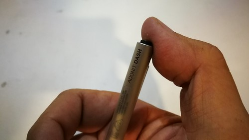กดตรงก้นปากกาเพื่อเปิดหรือปิดการใช้งาน