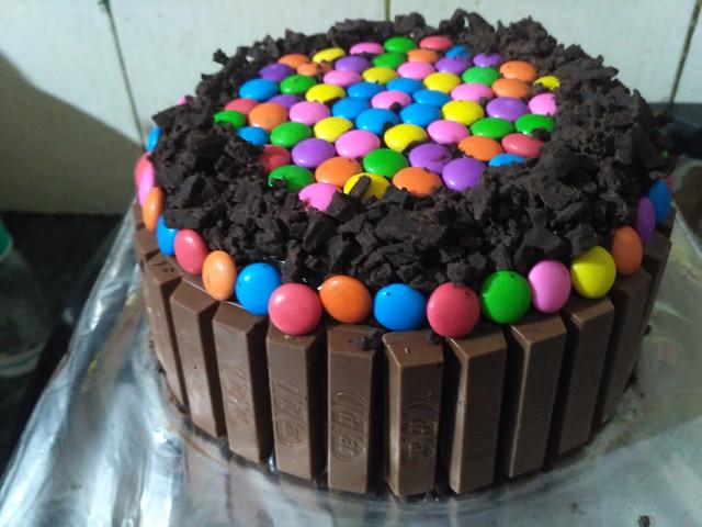 Chocolate Kitkat Cake by Geeta Sharma