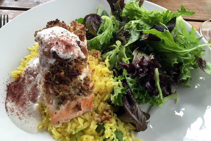 Middle Eastern Atlantic salmon with rice and yoghurt
