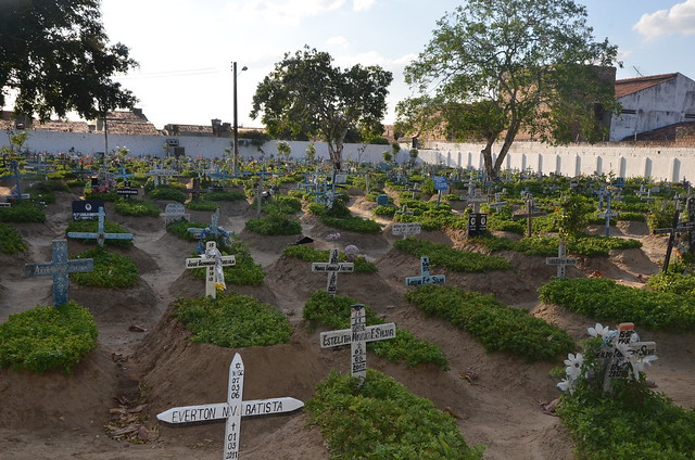 Limpeza e preparação dos cemitérios para o dia de finados 26/10/2015
