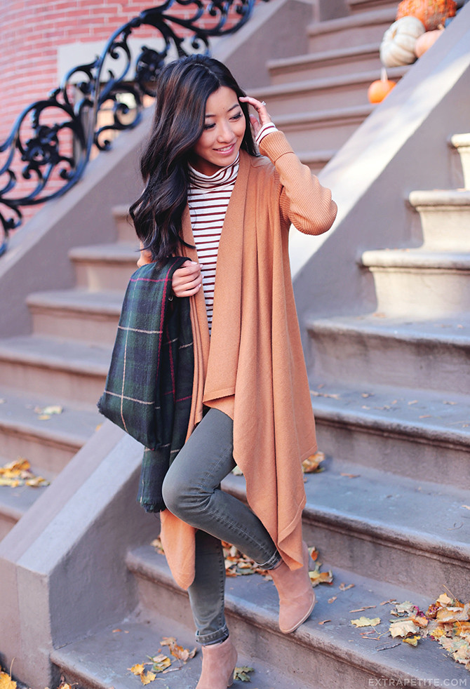 Fall airport travel outfit ankle boots cardigan