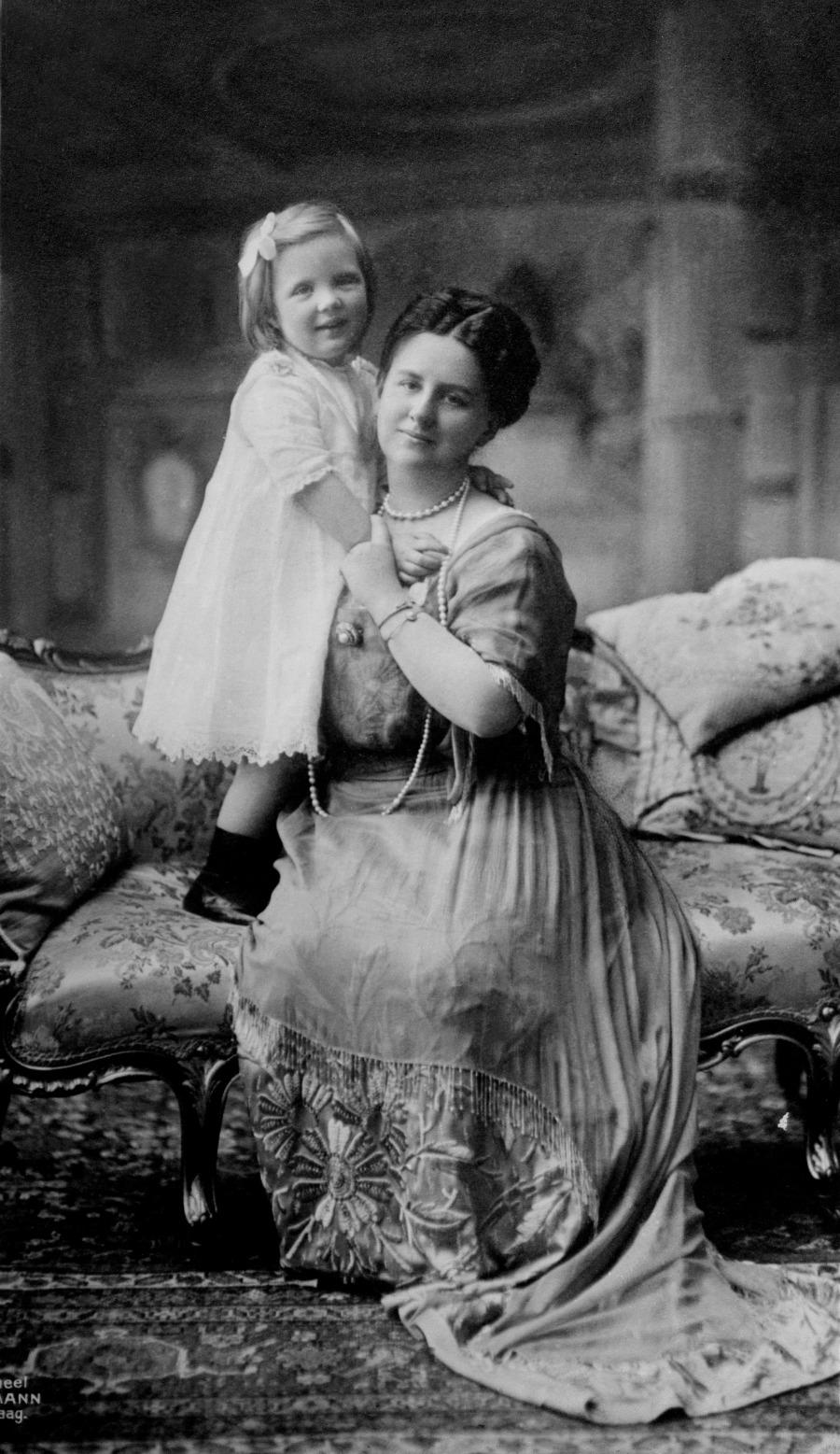 Queen Wilhelmina and her daughter Juliana, circa 1914