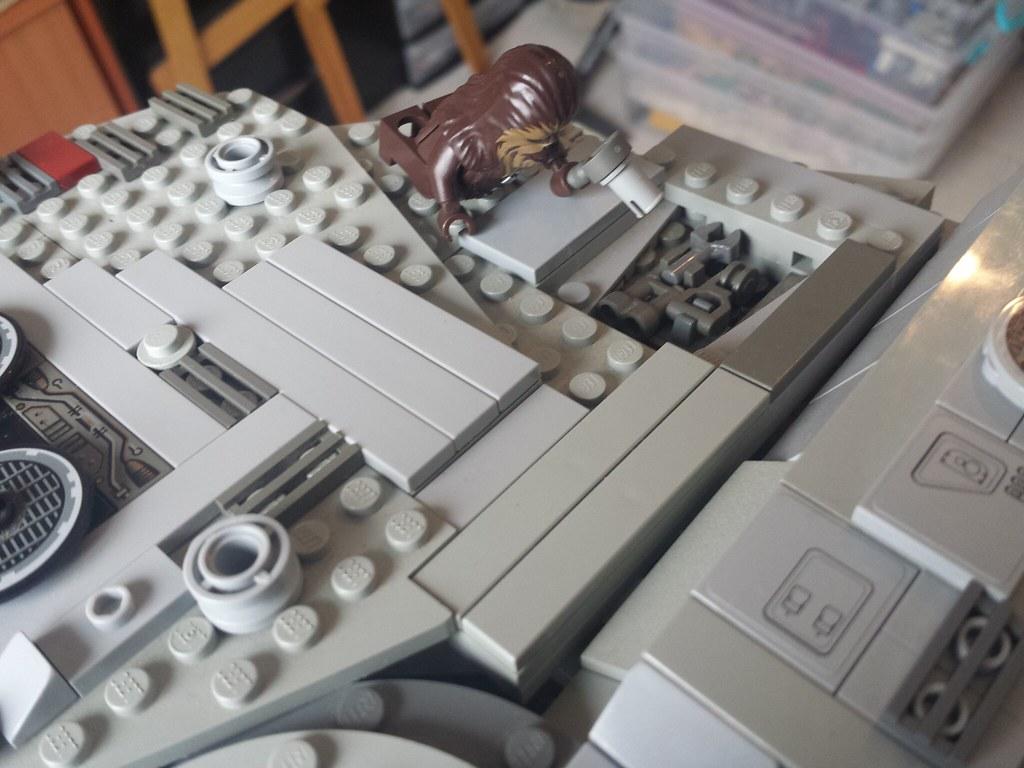 Lego Millennium Falcon Chewie repairs