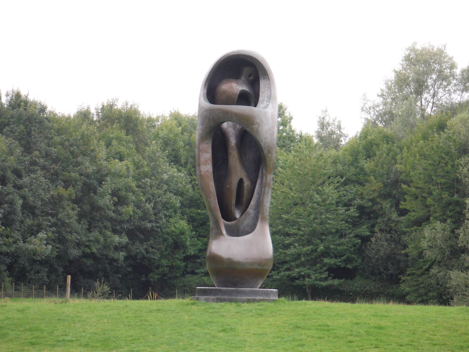 Large Upright Internal/External (1981-82) SWC Walk 164 Roydon to Sawbridgeworth via Henry Moore Foundation