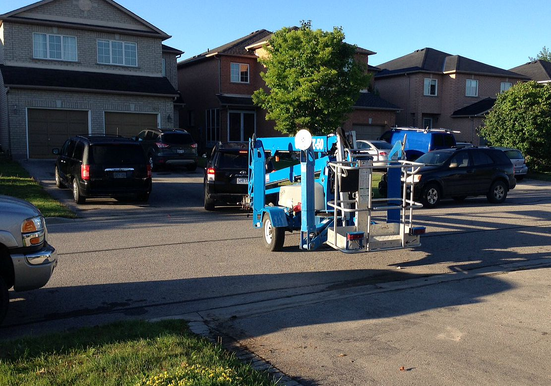 Genie lift trailer-mounted Z-boom