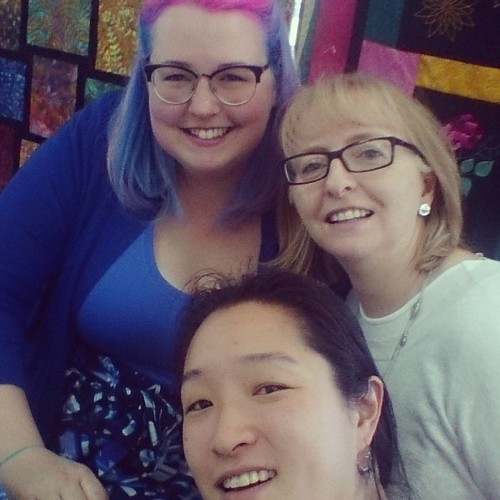 Meadow Quilt Course with Lizzy House at at Hobbysew: @pennypoppleton, @sharingthegoodstuff and me! #sydneymeadowquilt #meadowquilt #lizzyhousedownunder