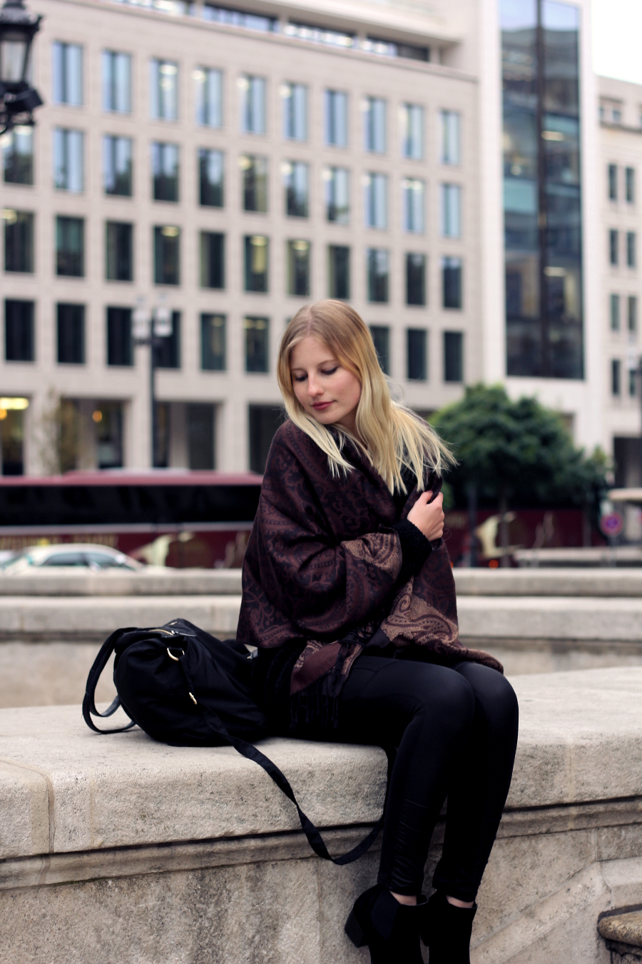 outfit oper frankfurt cold scarf oversized cozy asos turkey mango black dark ffm blogger