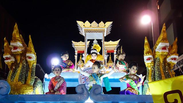 Loi-Krathong-09747.jpg