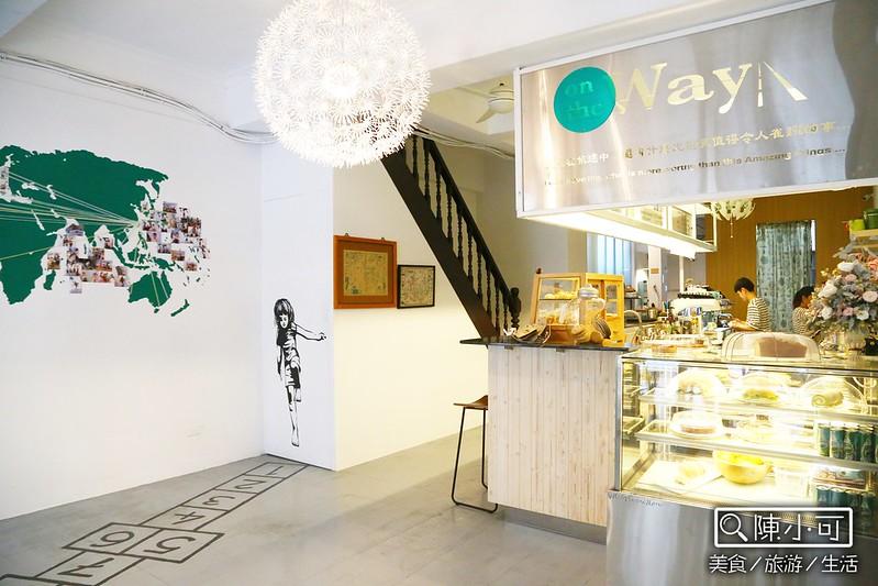 【宜蘭咖啡館】On the way 旅途咖啡。以旅行為主、有漂亮彩繪,宜蘭市中山路上新開的咖啡店。不限時間│免費Wifi│部份作位有插座