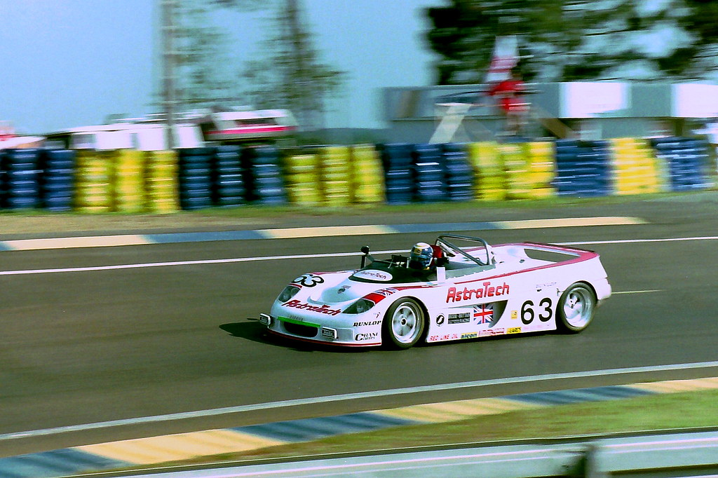 Harrier LR9 Spyder LM - Rob Wilson, David Brodie & William Hewland in the Esses at the 1994 Le Mans