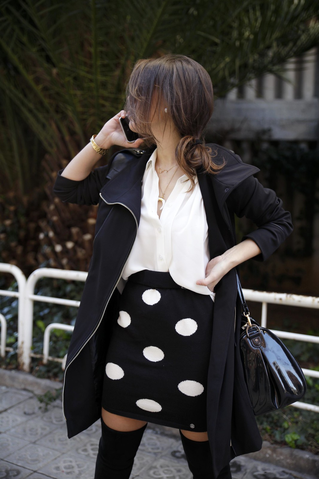 01_skirt_dots_black_and_white_outfit_theguestgirl_ruga_shop_online_long_boots