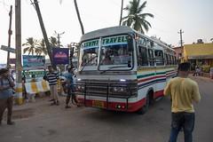 Przejazd autobusu przez wioskę wywołuje zamieszanie