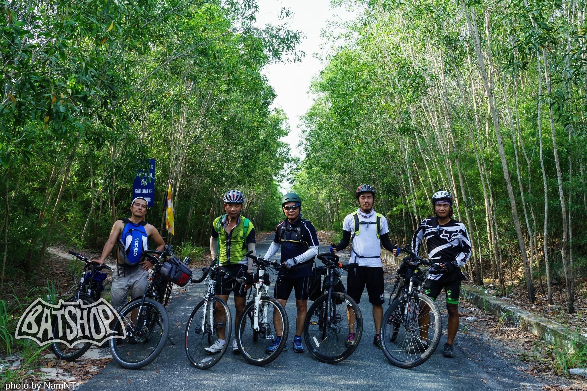 20459123800 4bbb710ca2 k - Hồ Cần Nôm-Dầu Tiếng chuyến đạp xe, băng rừng, leo núi, tắm hồ, mần gà