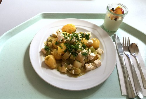 Leek potato fry with feta / Lauch-Kartoffel-Pfanne mit Schafskäse