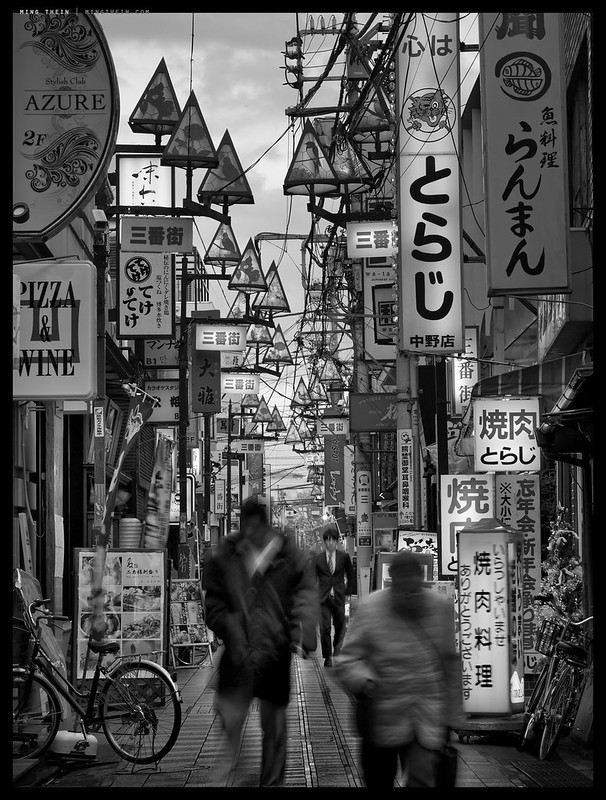 Street neons in monochrome by Ming Thein