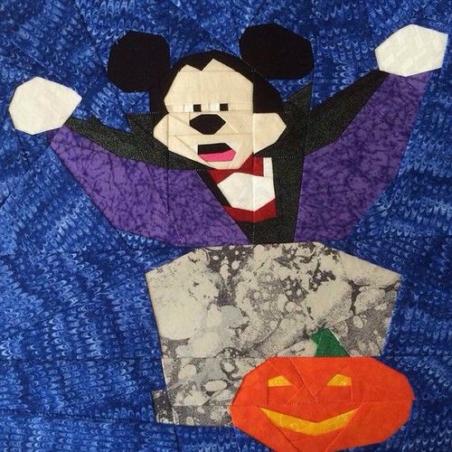 Halloween Micky Mouse as Dracula in 12x12 tested by Jessica Hart