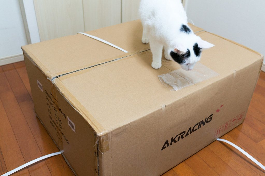 AKRacing ゲーミングチェア、外箱